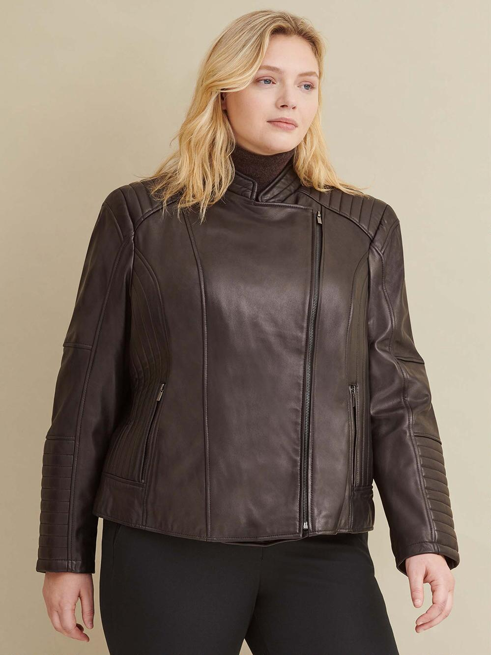 Excelled brings stunning style to your everyday look with this women's leather motorcycle jacket. The quilted shoulders and sleek scuba fit make this piece a wardrobe favorite.
